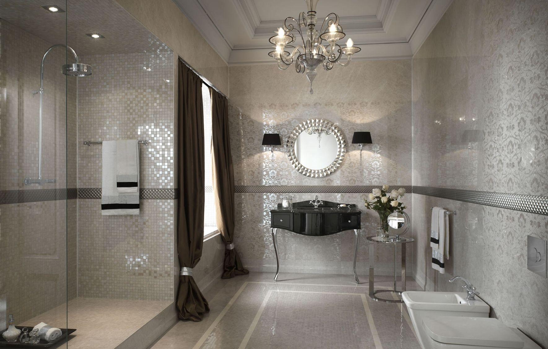 Bagno con mosaico argento