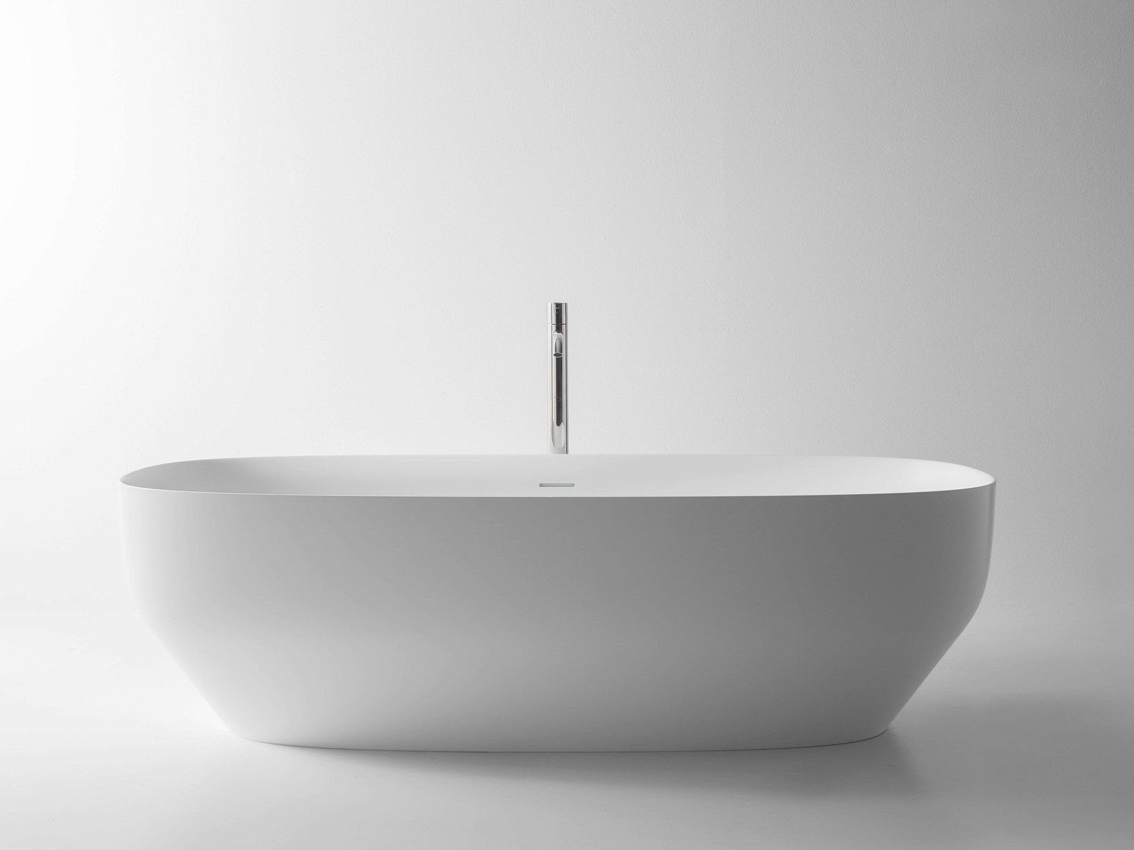 IL TOTAL BATHROOM DI ANTONIOLUPI: VASCA E LAVABO AGO