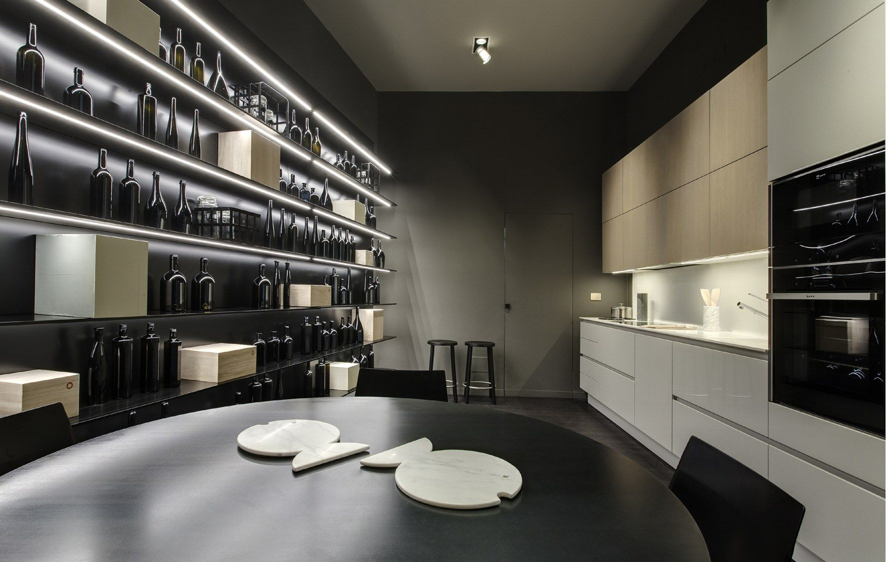 Tinte naturali e soft per il nuovo spazio ernestomeda a milano for Preziosi arredamenti