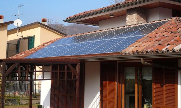 Impianti Fotovoltaici Per Risparmiare : Impianti solari sui tetti in aree vincolate