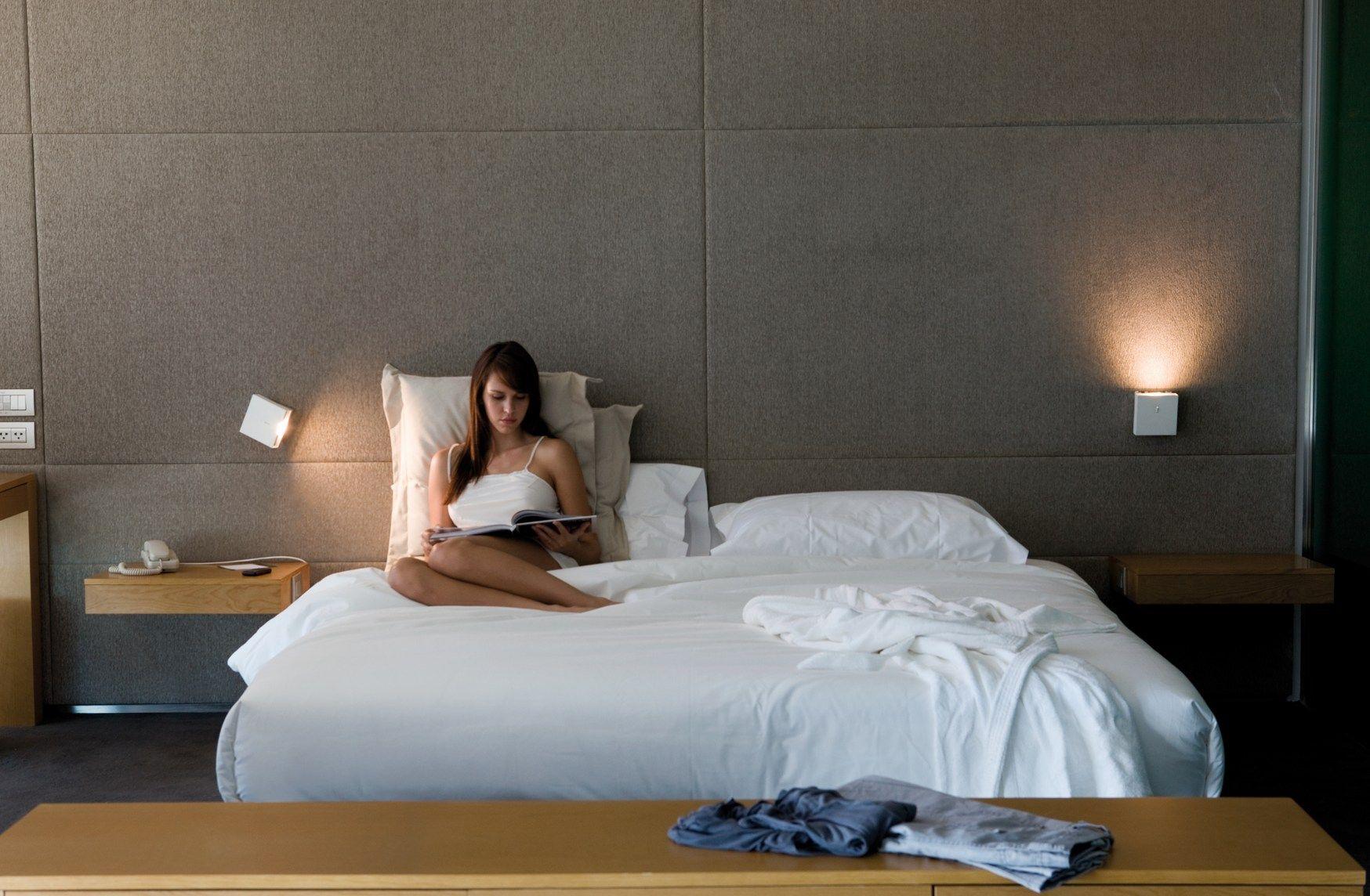 Clairage de chambre coucher cr ation d ambiances avec - Lampara para dormitorio moderno ...
