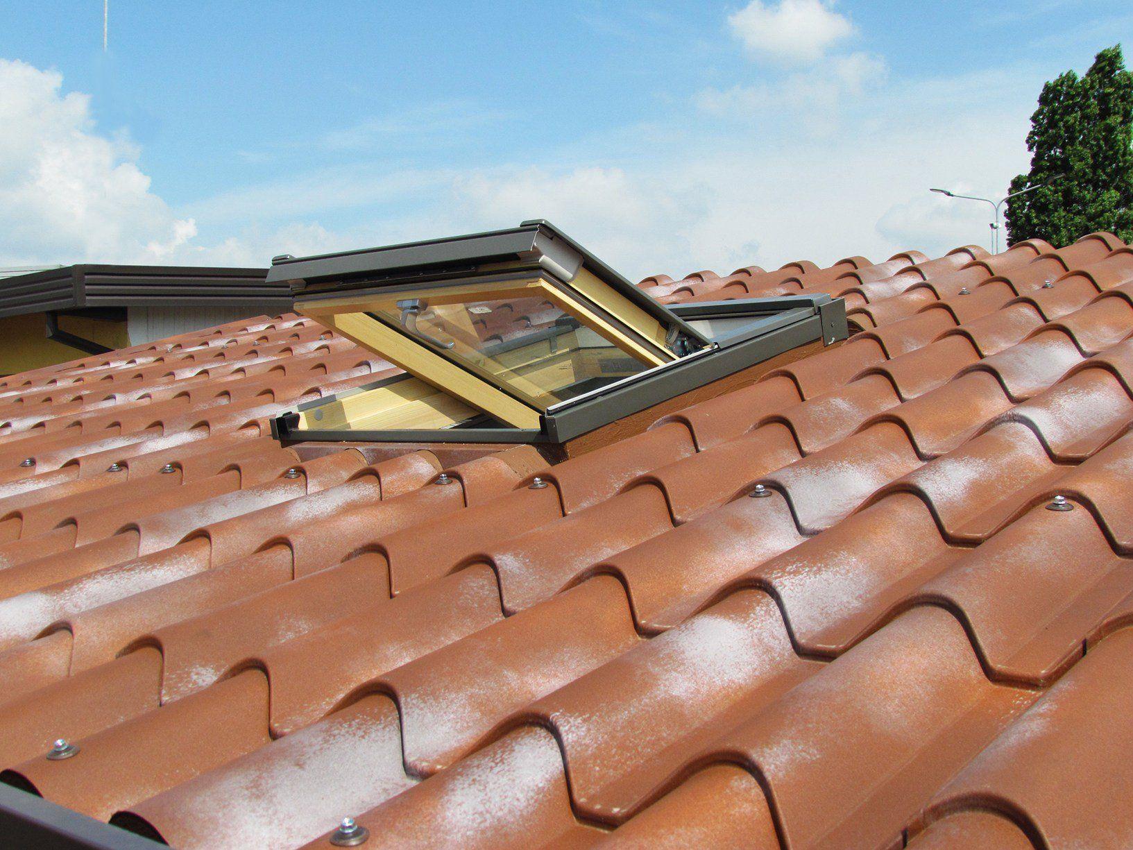 Fakro presenta la nuova finestra per tetti piatti modello f for Finto coppo