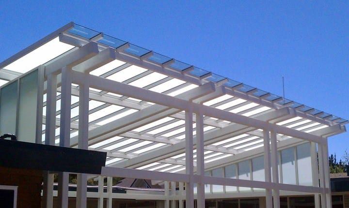 Pensiline tettoie e verande nella babele degli 8mila for 2 piani di garage per auto con soppalco