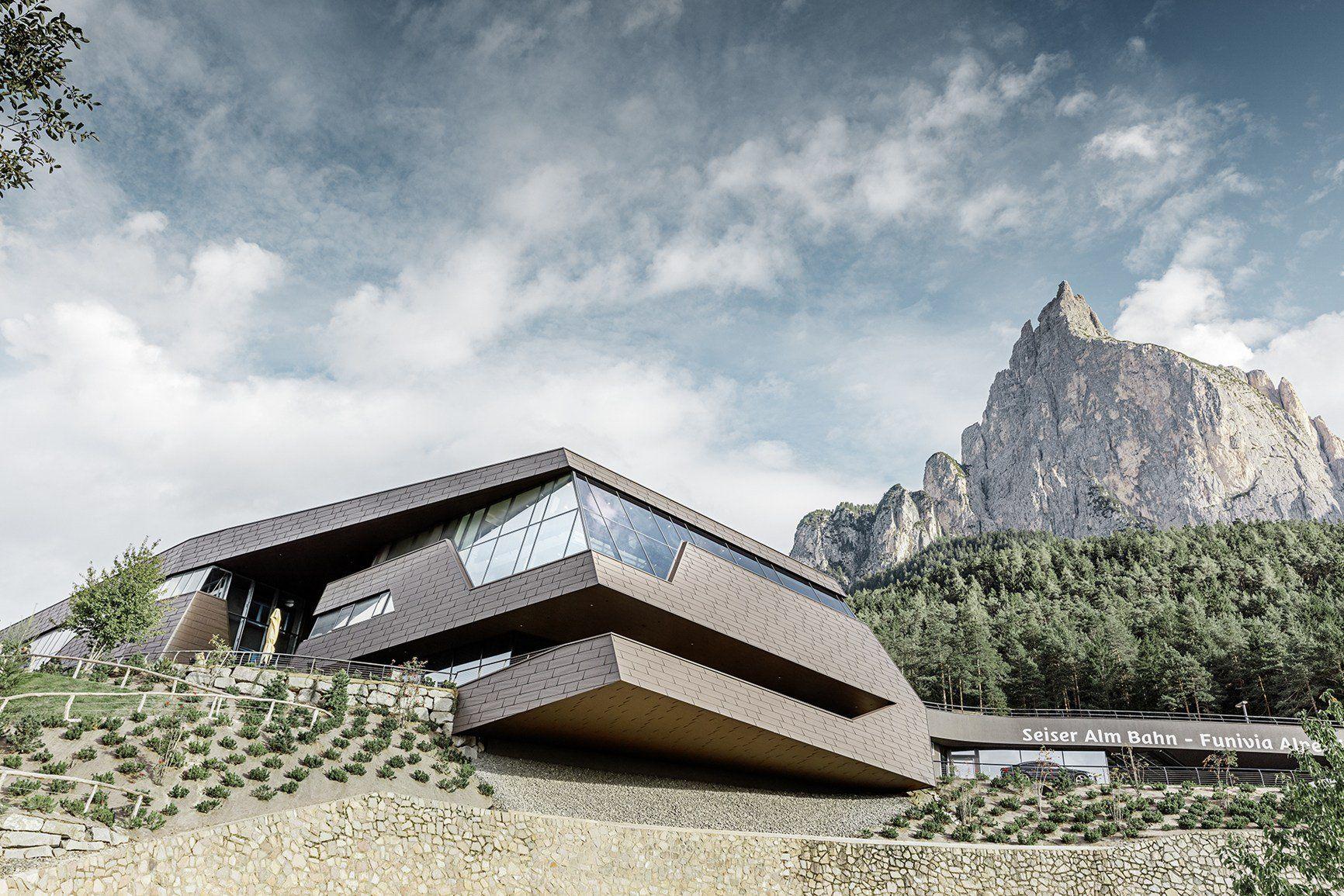 prefa per la nuova copertura di un edificio storico a bolzano. Black Bedroom Furniture Sets. Home Design Ideas