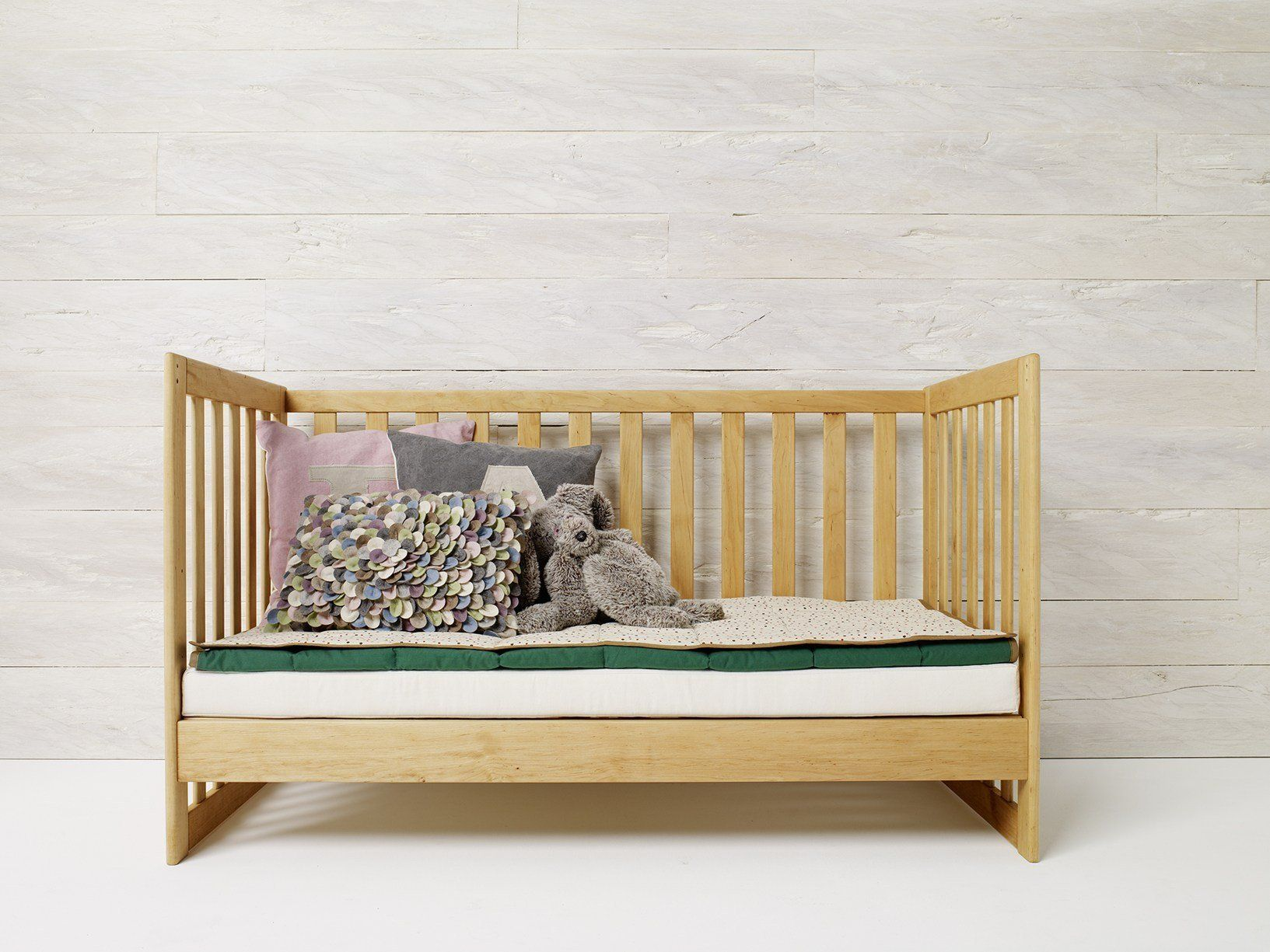 la cameretta in legno naturale a misura di bambino. Black Bedroom Furniture Sets. Home Design Ideas