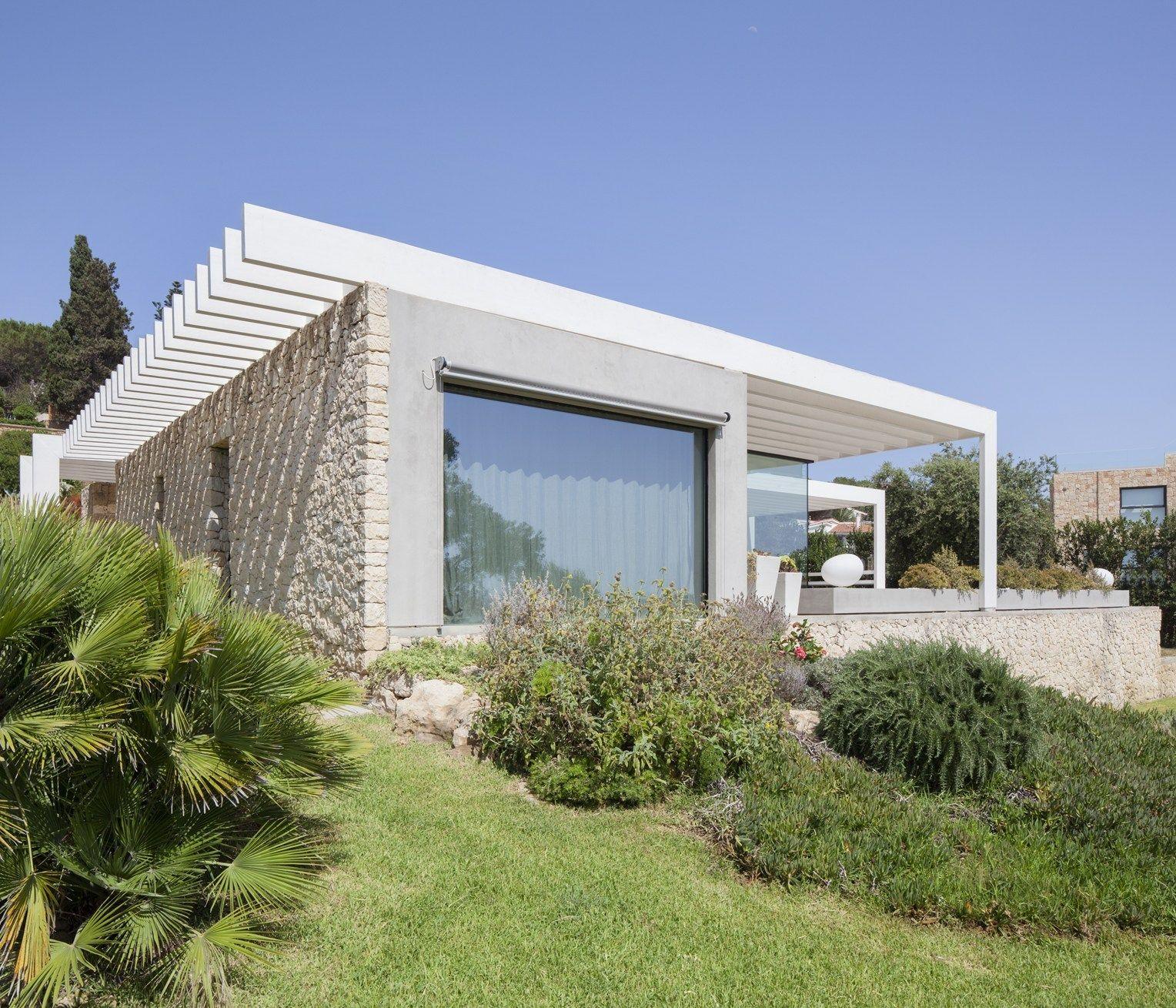 Un architettura leggera immersa nella natura siciliana for Architettura natura