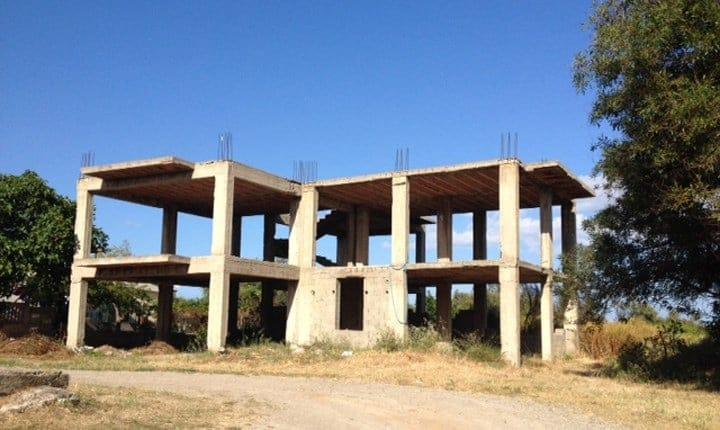 Abusivismo edilizio, quasi 20 case su 100 sono illegali