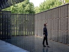 Il Serpentine Pavilion di Frida Escobedo apre al pubblico