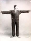 Thayaht indossa la Tuta, 1919