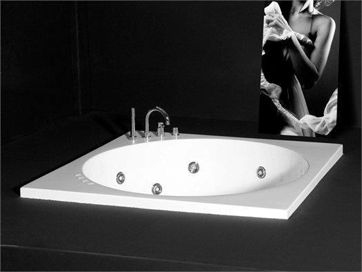 Tutto lo sharm di colacril in una vasca - Vasca da bagno in francese ...