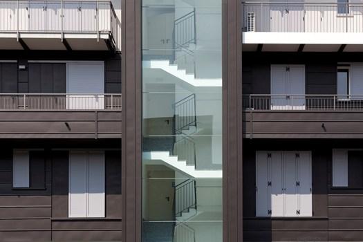 Zinco titanio vmzinc per un nuovo edificio residenziale a for Progettazione di edifici residenziali