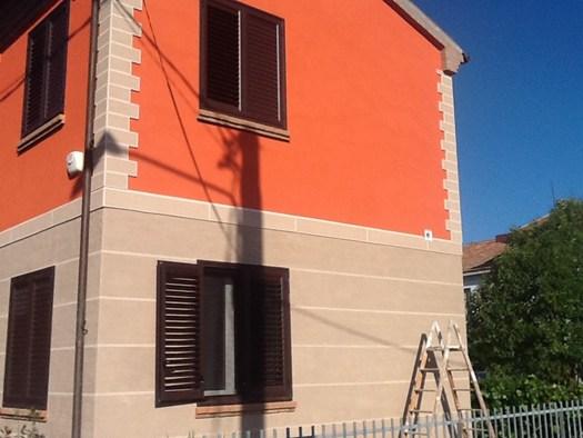 Stone cap di settef per il restauro della facciata di una for Piani casa sul tetto di bassa altezza