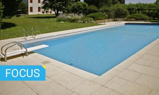 Piscine guida alla scelta - Pavimenti bordo piscina in legno ...