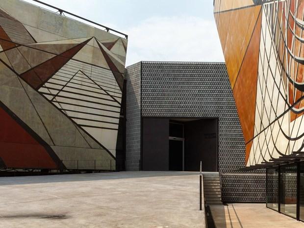 La Tallera Siqueiros: il museo firmato da Frida Escobedo Studio
