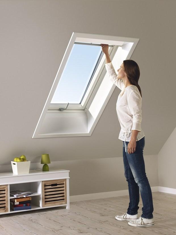 Velux presenta la nuova collezione di tapparelle avvolgibili for Oscuranti per finestre velux