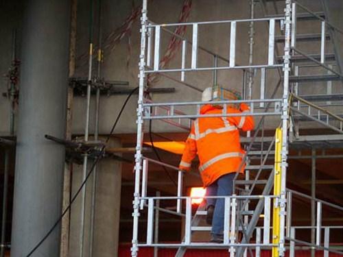 Sicurezza in edilizia, dall'Inail indicazioni sui ponteggi fissi di facciata