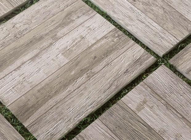 Gres porcellanato per outdoor con spessore 20mm for Gres porcellanato effetto legno leroy merlin