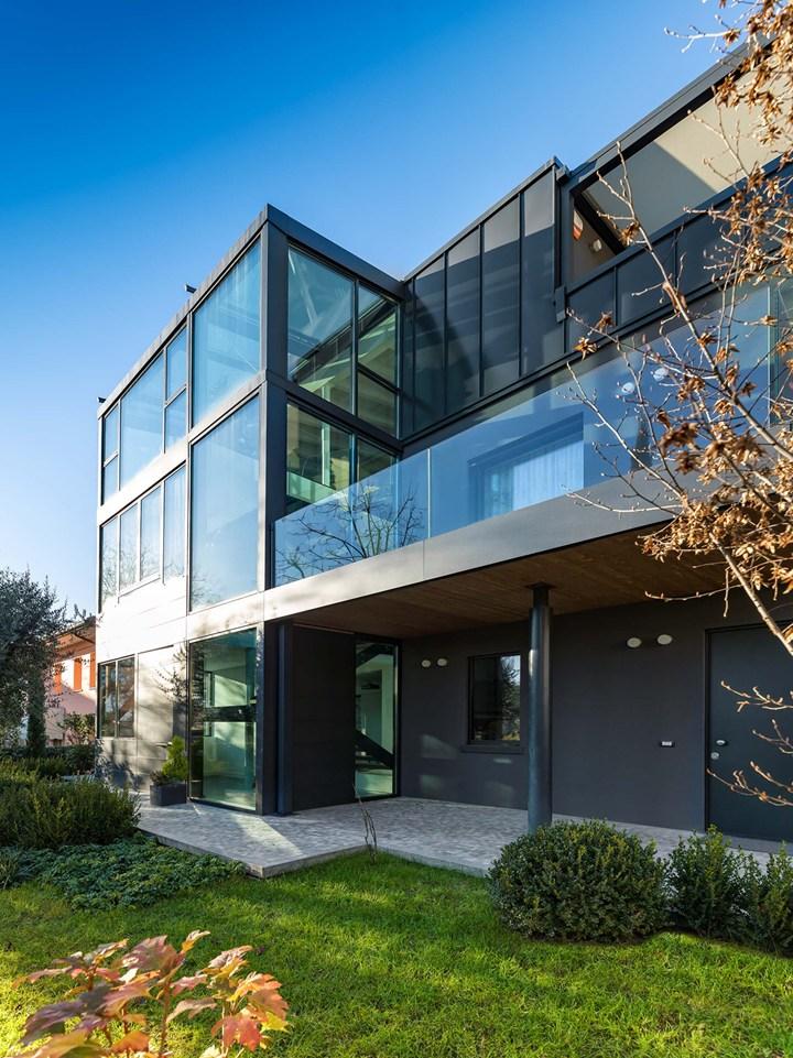 Syntesis di eclisse per una villa prefabbricata in legno e for Casa ecosostenibile prefabbricata
