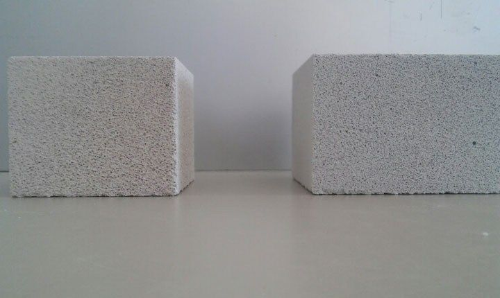 Provino BAAC  ( a sx) Vs provino cemento aerato autoclavato commerciale ( a dx). Fonte: Enea