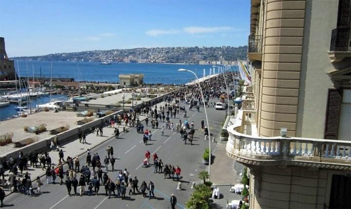Lungomare pedonale a Napoli
