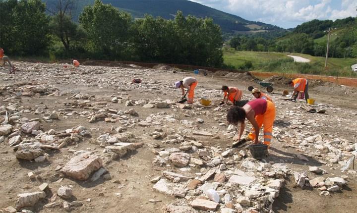 Scavo in località Giove di Muccia (MC). Foto: archeologonlus.org