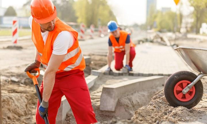 Manutenzione stradale, la centralizzazione delle gare slitta di un anno