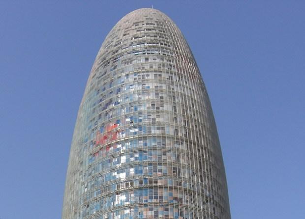 Barcellona: inaugurata la Torre Agbar di Jean Nouvel