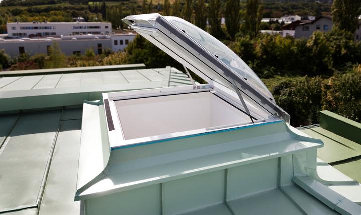 Accesso in copertura da obbligo ad opportunit for Finestre a soffitto