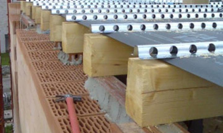 Ristrutturare pensando all adeguamento sismico for Case in legno senza fondamenta