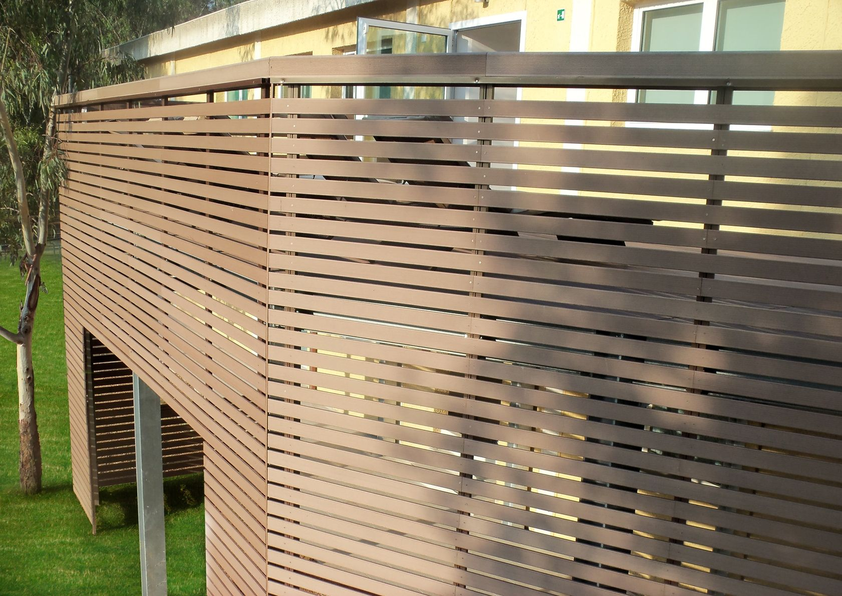 brise soleil railings and decking plasticwood for the new. Black Bedroom Furniture Sets. Home Design Ideas