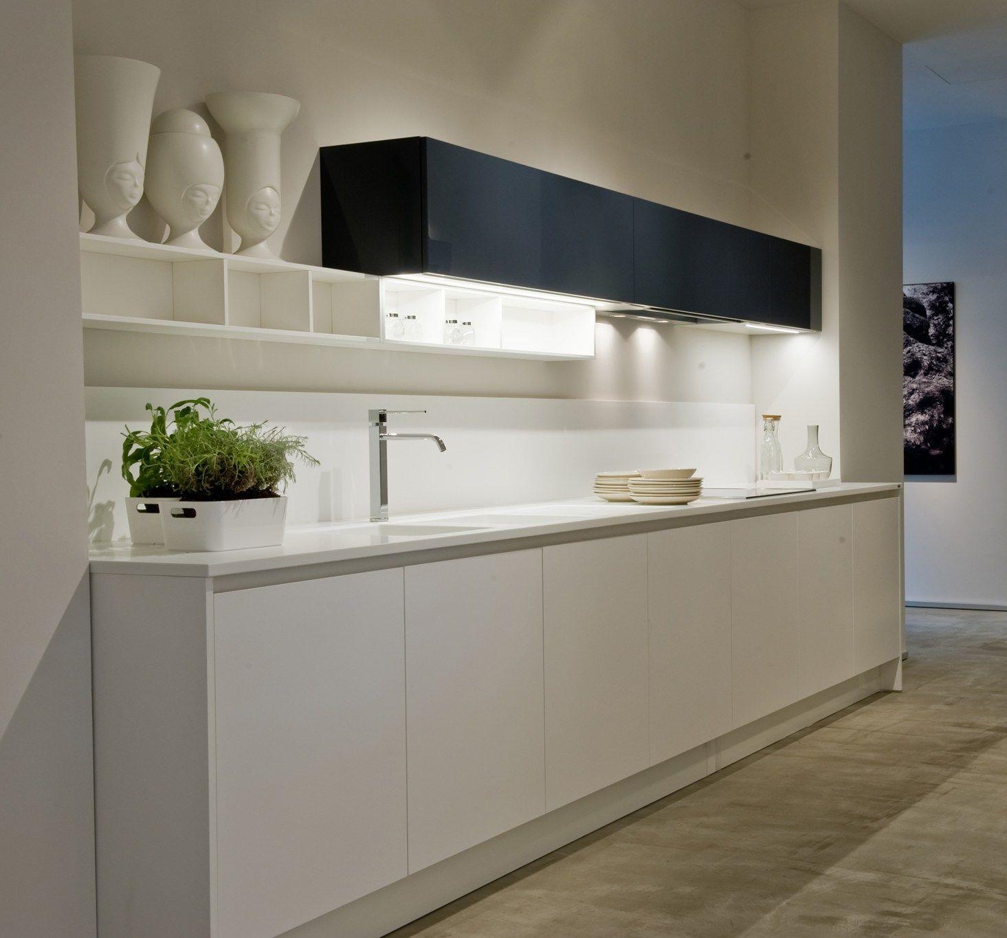 Ernestomeda inaugura il nuovo showroom di bari for Ernestomeda cucine
