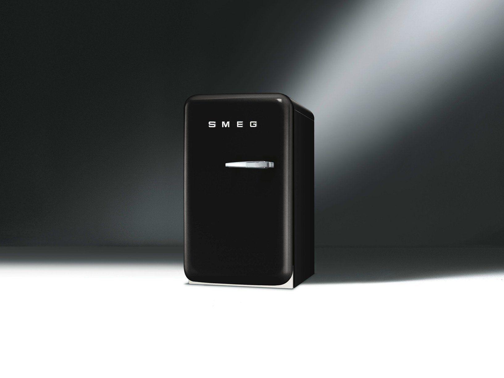 Smeg presents new fab5 mini fridge - Frigo noir mat ...