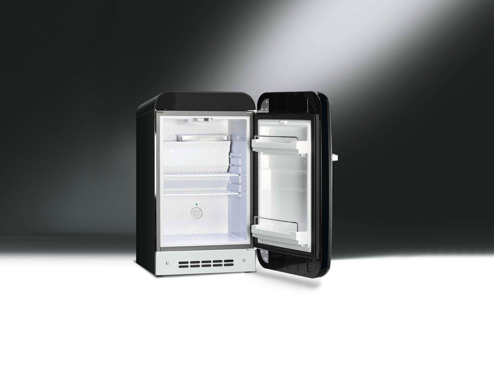 smeg presents new fab5 mini fridge. Black Bedroom Furniture Sets. Home Design Ideas