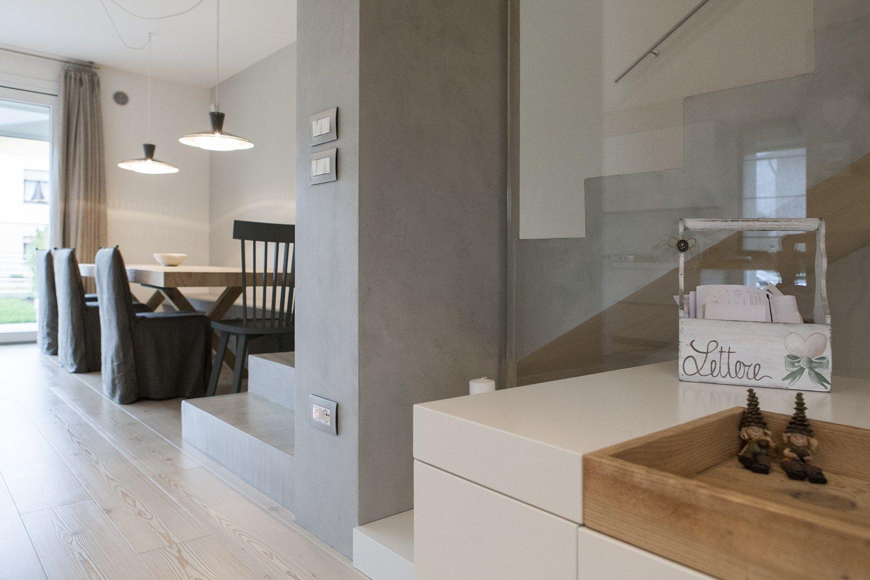 Parete Effetto Cemento Grezzo: Bagno con finiture cemento o effetto cose di casa.