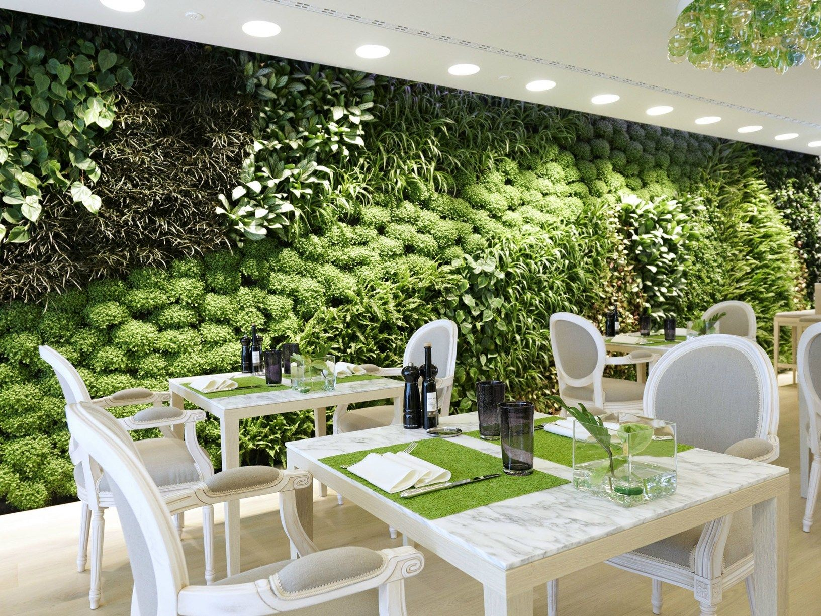 Il giardino restaurant buzzi buzzi per il progetto for Giardino verticale interno