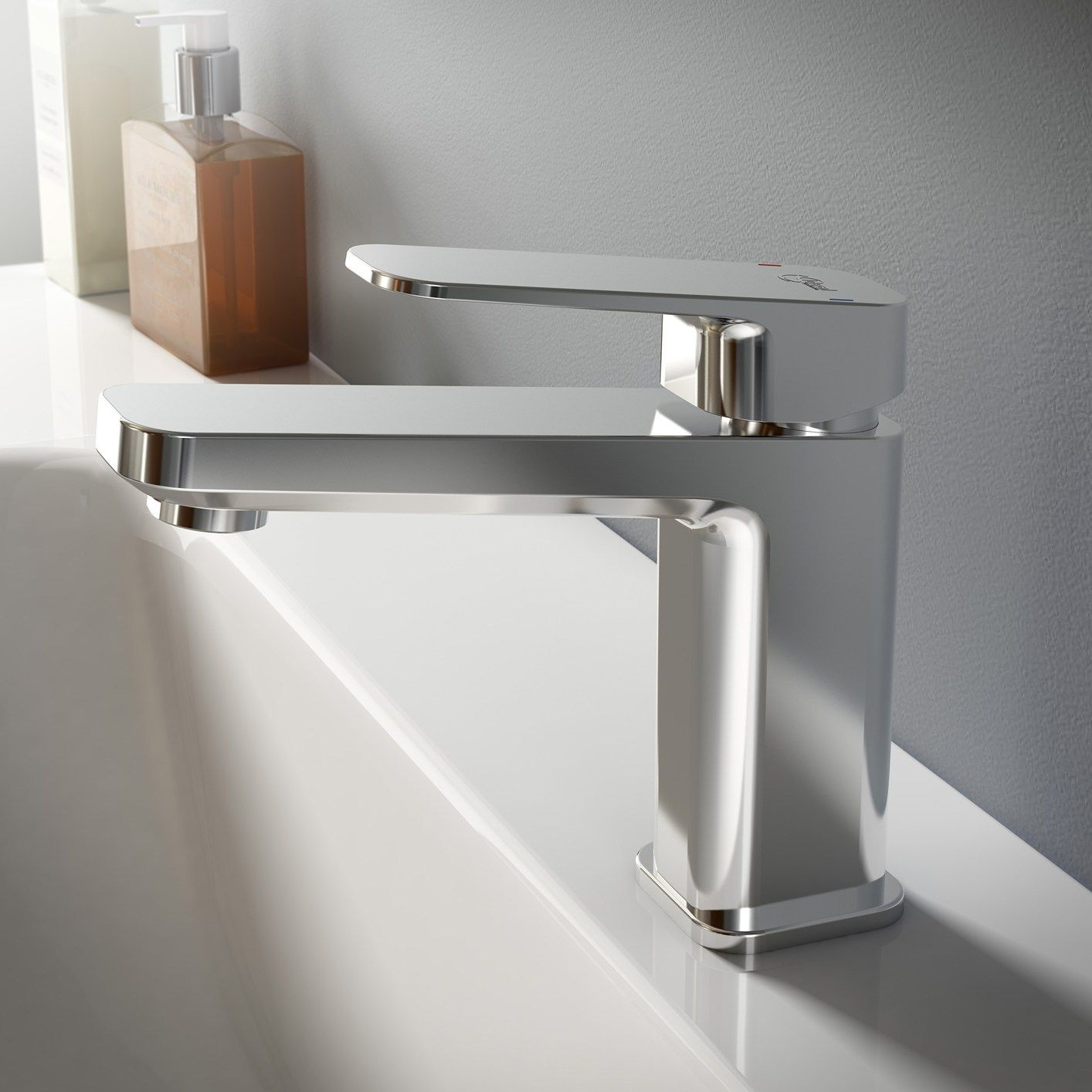 geometrie morbide e funzionali per tonic ii by ideal standard. Black Bedroom Furniture Sets. Home Design Ideas