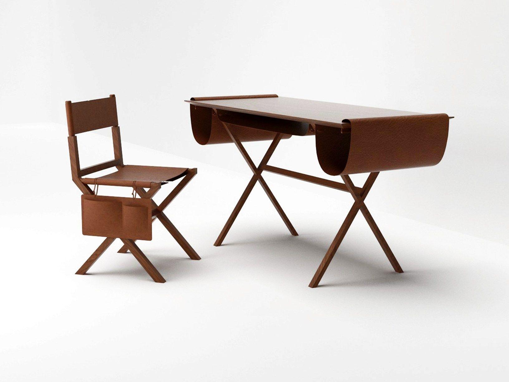 Uno scrittoio un tavolo una consolle una seduta for Nuove case coloniali