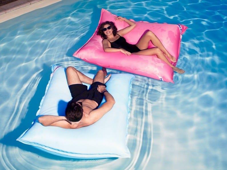 Jumbobag lance le swimming bag le premier coussin g ant for Coussin exterieur pour piscine
