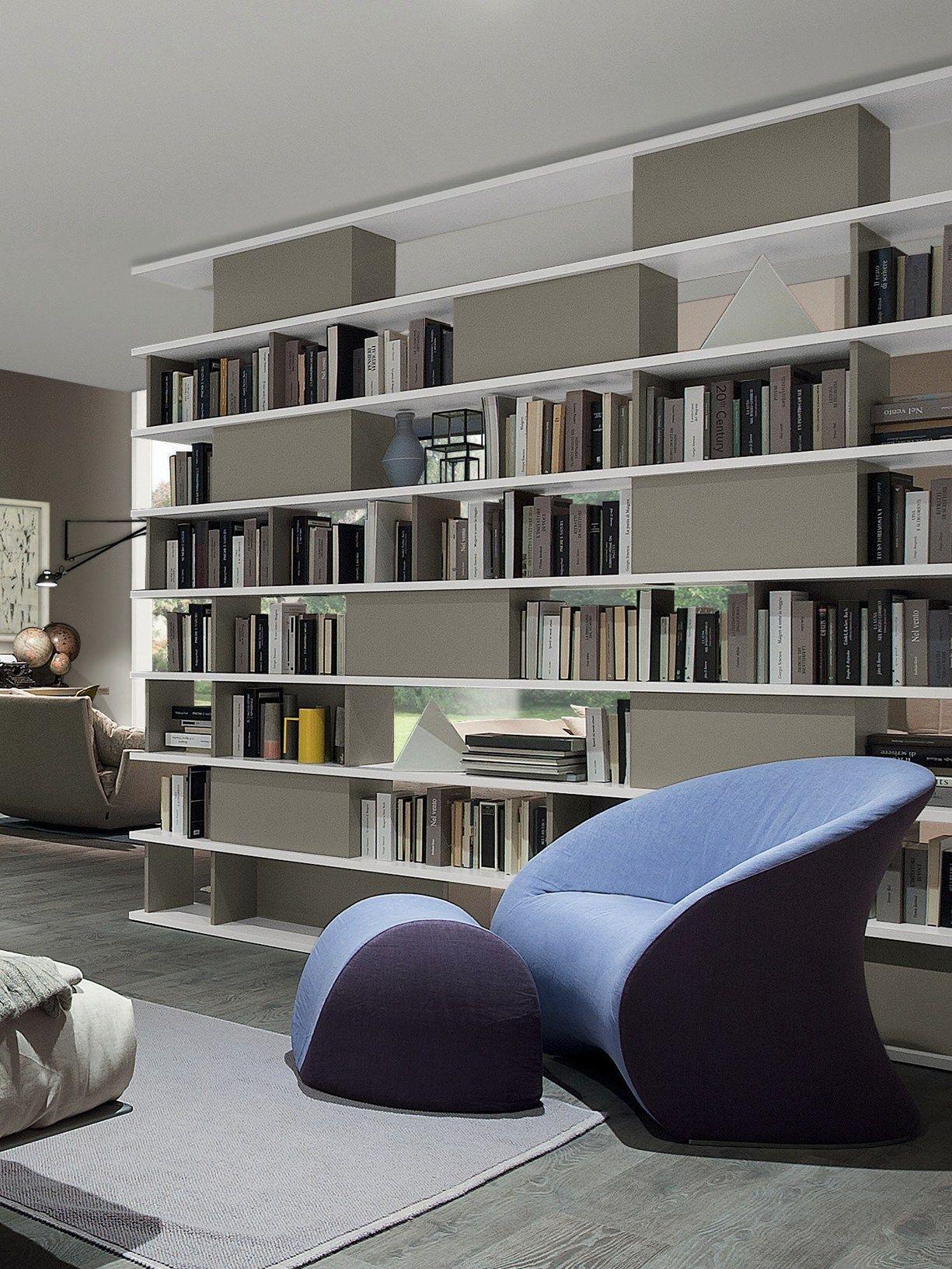 A muro o a centro stanza, per comporre liberamente gli spazi