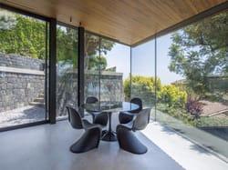 Villa R3 ad Aci Castello: l'architettura sposa la natura