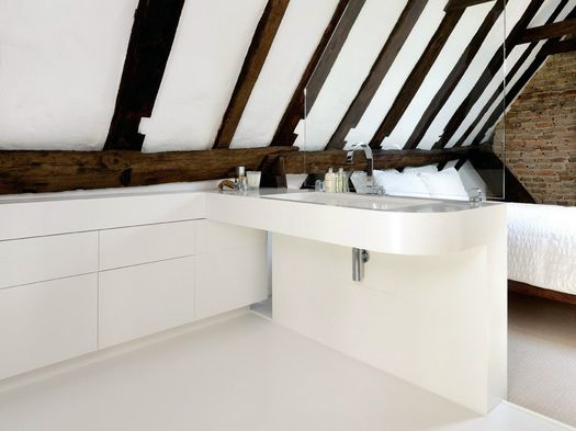 HI-MACS® rises to the challenge for this barn conversion wet-room