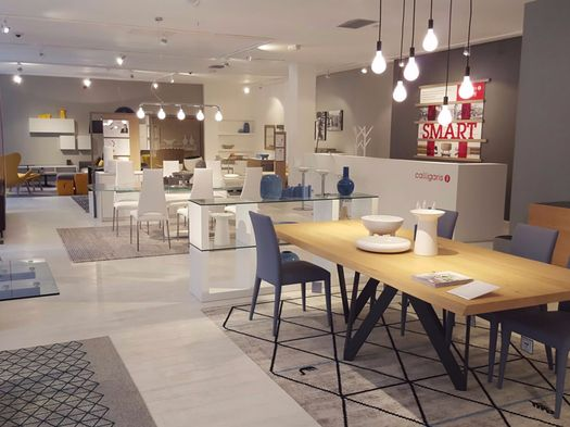 Nuovo flagship store calligaris a manchester for Calligaris vetrine