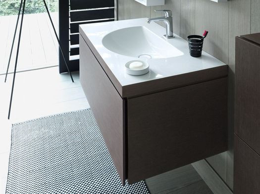 Washbasin and bathroom furniture merge to form a single unit