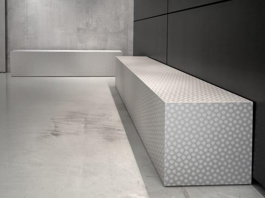 Una maxi lastra ceramica tridimensionale