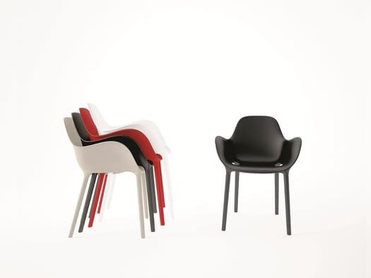 Sinuous and sensual shapes: Sabinas chair