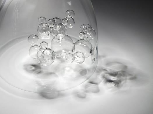 Il vetro metallizzato si trasforma con la luce