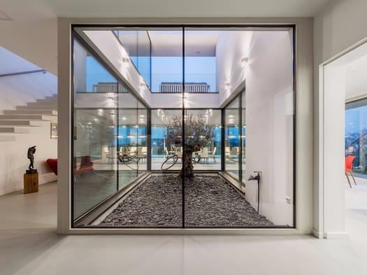 Trasparenza + cemento a vista