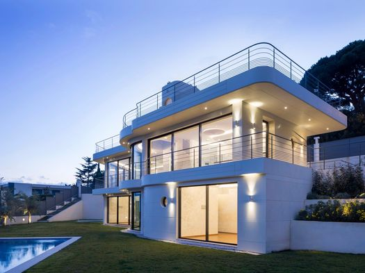 A spectacular home made with Hi-Macs® on the French Riviera