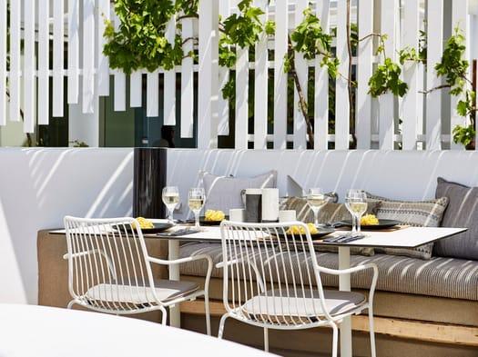 Pedrali arreda il Pyrgos Restaurant di Santorini