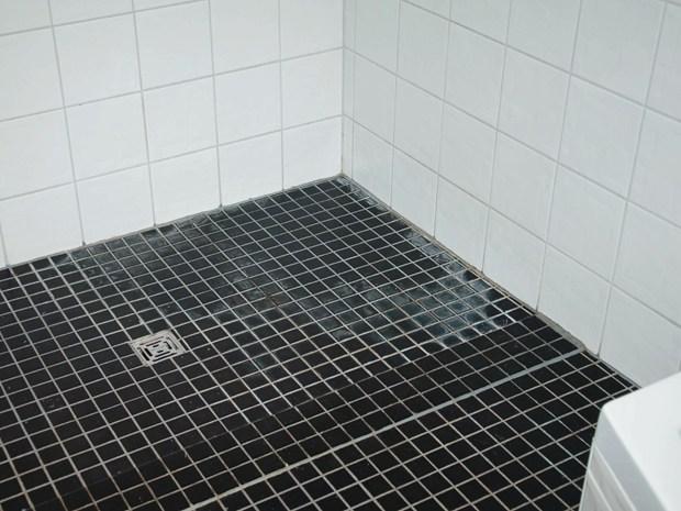 Piatti doccia kaldewei come installare un piatto doccia filo pavimento in pochi semplici passaggi - Sigillare fughe piastrelle doccia ...